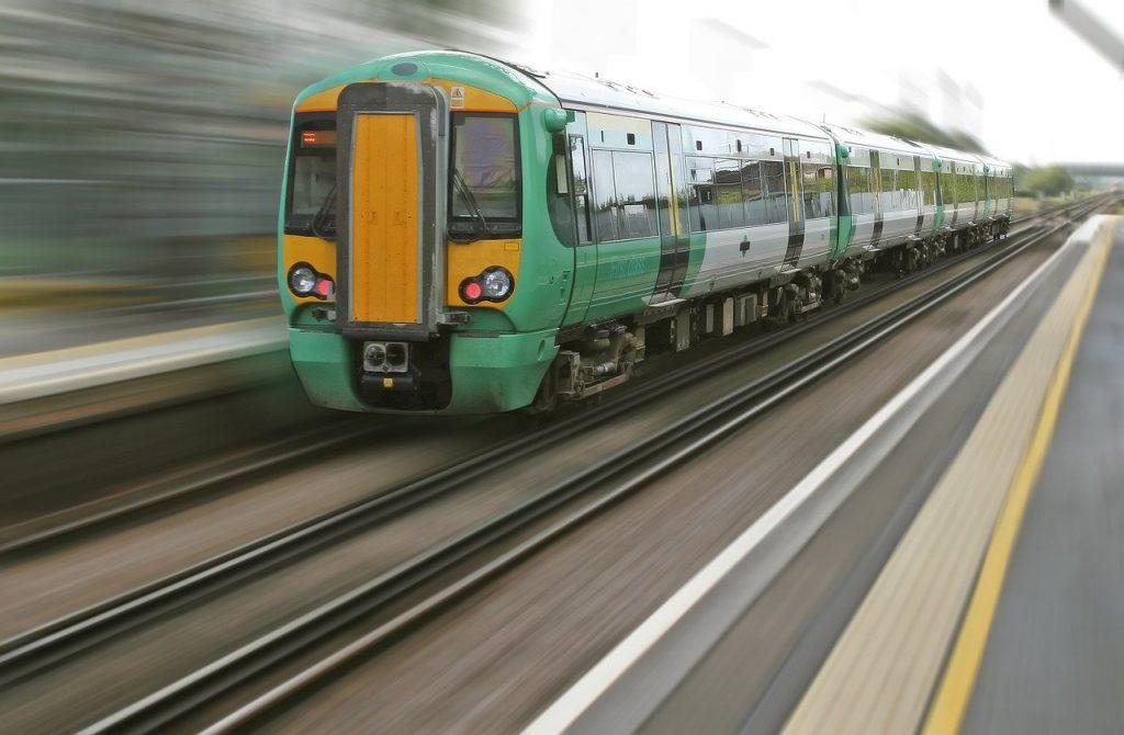 Blur Commute Commuting Locomotive  - Shutterbug75 / Pixabay