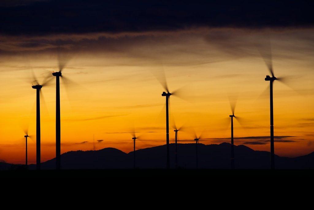 Windr%C%Ader Wind Power Energy Blue  - distelAPPArath / Pixabay